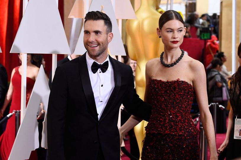 Rozczarowanie i niedowierzanie. Takie emocje można było z twarzy małej dziewczynki, która właśnie dowiedziała się, że Adama Levine z Maroon 5 jest żonaty.