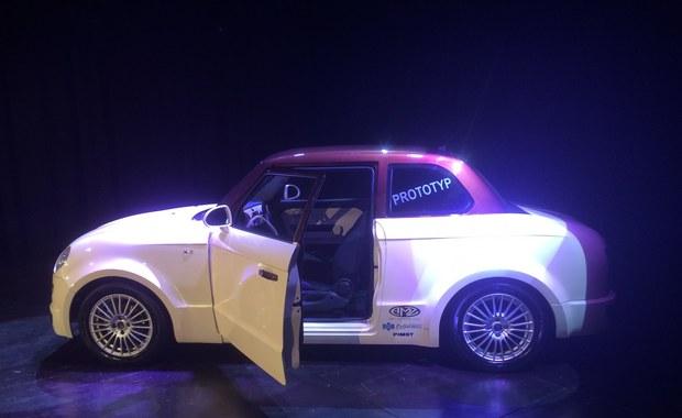 Ma nawigację, klimatyzację, elektryczne szyby i nowoczesny, oszczędny silnik, który pali około 7 litrów benzyny na 100 km! Tak prezentuje się nowa syrenka, czyli samochód S201. W Kutnie w Łódzkiem pokazano jeżdżące prototypy ze wszystkimi homologacjami oraz supermocną wersję do driftu.