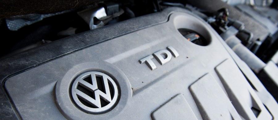 Akcja usuwania z samochodów z silnikami Diesla zabezpieczeń przed nadmierną emisją tlenków azotu podczas testów rozpocznie się w styczniu i potrwa cały rok – zapowiada w wywiadzie nowy szef koncernu Volkswagen Matthias Mueller.