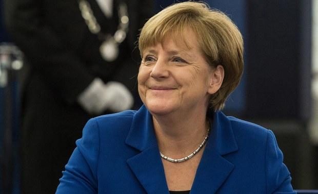 Kanclerz Niemiec Angela Merkel ma największe szanse na zdobycie Pokojowej Nagrody Nobla - wynika z zakładów obstawianych przez klientów brytyjskiej firmy bukmacherskiej Ladbrokes. Jeżeli wyróżnienie trafi właśnie do niej, za każdego postawionego funta obstawiający wygra dwa.