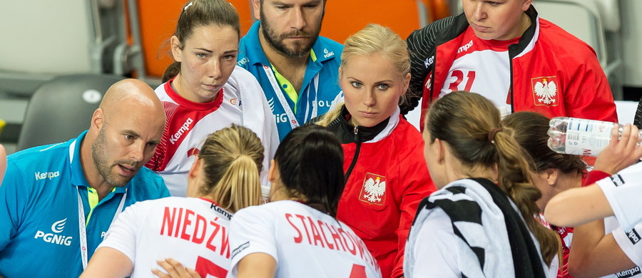 Polskie piłkarki ręczne  pokonały Finlandię 29:12 (13:8) w pierwszym meczu eliminacji mistrzostw Europy. Najwięcej bramek dla biało-czerwonych, sześć, zdobyła Patrycja Kulwińska. W sobotę Polska zagra na wyjeździe ze Słowacją.