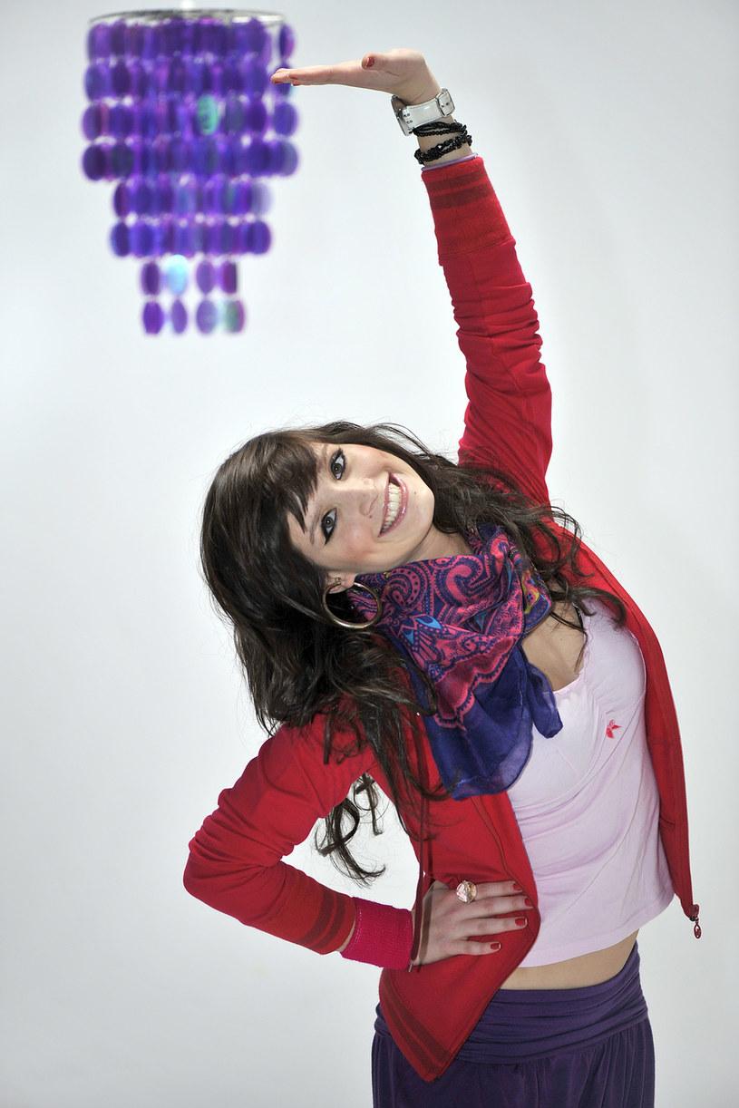 """Aneta Gąsiewicz postanowiła spełnić marzenie z dzieciństwa i właśnie pracuje nad swoim debiutanckim singlem. Utwór będzie utrzymany w klimacie pop i R'n'B, a tancerka zaśpiewa po angielsku. Wcześniej finalistka """"You Can Dance"""" nagrywała covery znanych utworów i zamieszczała je w sieci. Niemal zawsze spotykała się z przychylnymi opiniami słuchaczy."""