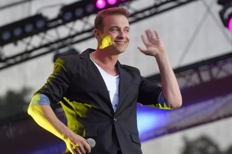 """""""Wypijemy, popłyniemy"""" to propozycja grupy Weekend... na weekend. Utwór z muzyką Romualda Lipki i tekstem Marka Dutkiewicza ma już ponad 1,5 mln odsłon w sieci. """"To świadczy, że disco polo jest już traktowane inaczej"""" - mówi wykonawca piosenki Radek Liszewski."""
