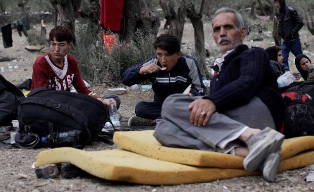 """""""Dyskusja dotycząca uchodźców wpisuje się w naszą praktykę związaną z cudzoziemcami - rozmawiamy o czymś, czego nie znamy. To są głównie nasze wyobrażenia"""" – mówi w rozmowie z RMF FM Marta Mazuś, reporterka tygodnika """"Polityka"""" i autorka zbioru reportaży """"Król kebabów"""". """"Obcy, który pojawia się w społeczeństwie, działa jak lustro. Uświadamia nam nasze lęki i problemy z zaakceptowaniem pewnych rzeczy"""" – dodaje.  """"Mamy taką sytuację w kraju, że wiele osób narzeka na różne rzeczy i kozioł ofiarny bardzo się przydaje. Ja nie mam pracy, więc winny jest ten obcy, który przyjechał i ją ma"""" – tłumaczy."""