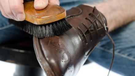 Czyścisz w ten sposób buty? Popełniasz duży błąd