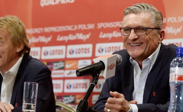 """""""Zespół budowałem przez dwa lata. Szliśmy powoli krokami do przodu, a efektem był wczorajszy mecz"""" - mówił selekcjoner polskiej kadry Adam Nawałka dzień po zwycięstwie biało-czerwonych nad Irlandią i zagwarantowaniu sobie awansu na Euro 2016. Zastrzegł, że jego drużyna ma jeszcze spore rezerwy. """"Nie grozi nam choroba sukcesu. Od jutra myślimy o kolejnych meczach"""" - podkreślał z kolei szef PZPN Zbigniew Boniek."""