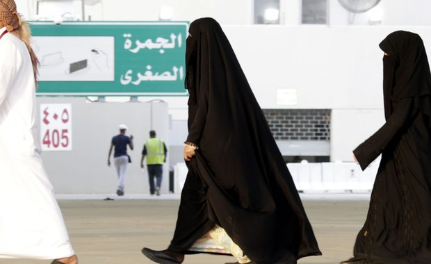 Brytyjski emeryt przyłapany w Arabii Saudyjskiej z winem domowej roboty został skazany na rok więzienia i karę chłosty. Jego rodzina twierdzi, że 74-latek nie przeżyje wyznaczonych mu 360 razów.