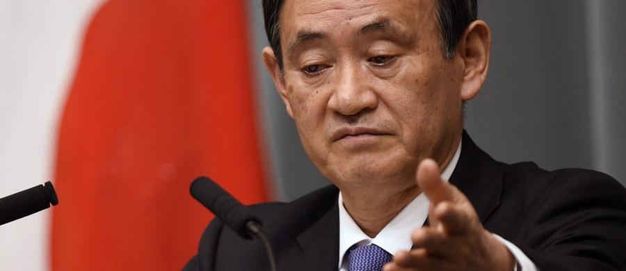 """""""Zamierzamy rozważyć wszystkie możliwe środki, w tym zawieszenie wpłat na rzecz UNESCO"""" - oświadczył rzecznik japońskiego rządu Yoshihide Suga. Władze zaprotestowały w ten sposób przeciwko wpisaniu przez tę organizację dokumentów dotyczących masakry w Nankinie na listę programu Pamięć Świata."""
