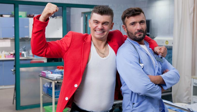 """W serialu """"Szpital"""" pojawił się discopolowy gwiazdor Tomasz Niecik, znany z przeboju """"Cztery osiemnastki""""."""