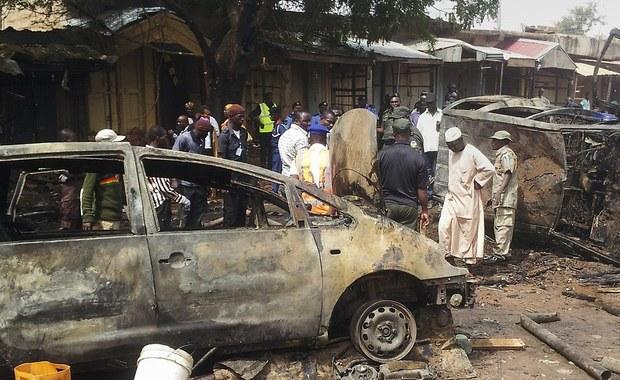 Krwawy zamach w północno-wschodniej Nigerii. W eksplozji dwóch bomb w meczecie w mieście Maiduguri zginęło kilkadziesiąt osób - poinformowały lokalne władze. Zdaniem mieszkańców miasta, zamachu dokonali ekstremiści z organizacji Boko Haram.