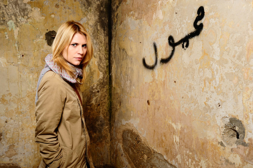 """Producenci popularnego serialu """"Homeland"""" wynajęli trójkę arabskich ulicznych artystów, aby dodać autentyczności scenom z obozu dla syryjskich uchodźców w Libanie. Producenci przeoczyli jednak drobny szczegół."""