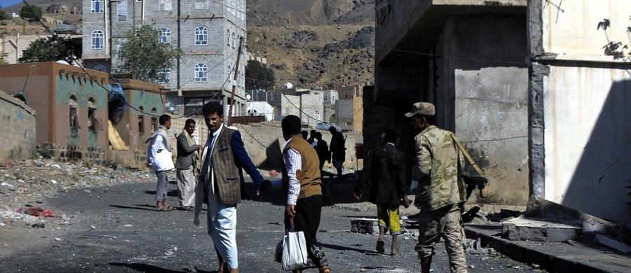"""""""Ponad pół miliona dzieci w ogarniętym wojną Jemenie jest niedożywionych w stopniu zagrażającym ich życiu, a ryzyko klęski głodu wzrasta"""" - powiedziała Afshan Khan, szefowa programów kryzysowych oenzetowskiego funduszu ds. dzieci UNICEF. """"Grozi nam potencjalnie ogromna katastrofa humanitarna"""" - dodała."""