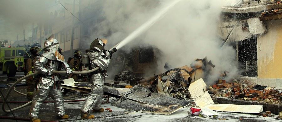 Katastrofa lotnicza w stolicy Kolumbii, Bogocie. Mały samolot, wkrótce po starcie, spadł na dzielnicę domów mieszkalnych. Jak poinformowały władze, zginął pilot i trzech pasażerów maszyny oraz jedna osoba na ziemi. Siedem osób zostało rannych.