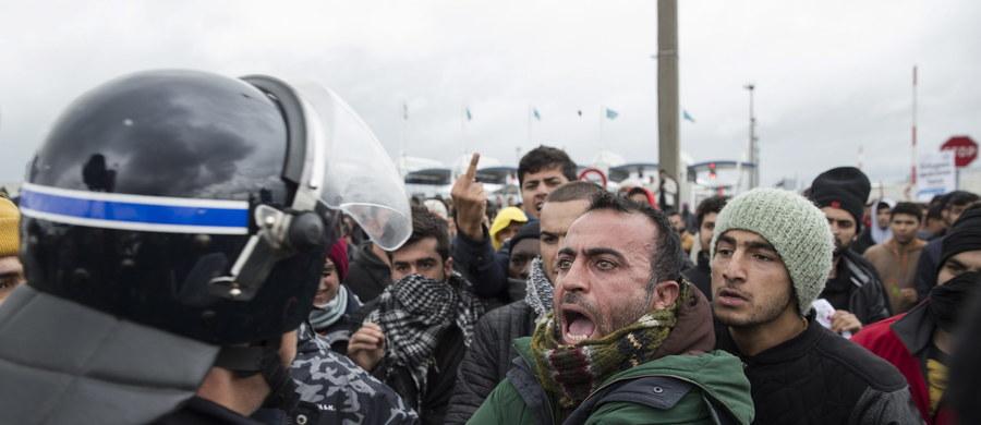 Niewiarygodną aferę rządową wokół imigrantów ujawniają nadsekwańskie media. Francuskie MSW płaci ponad 8 milionów euro za korzystanie z wynajętego prywatnego samolotu, którym rozsyła koczujących w obozach w Calais uchodźców do innych miast kraju. Co dwa dni maszyna zabiera tylko 5-6 imigrantów, bo... więcej się w niej nie mieści.