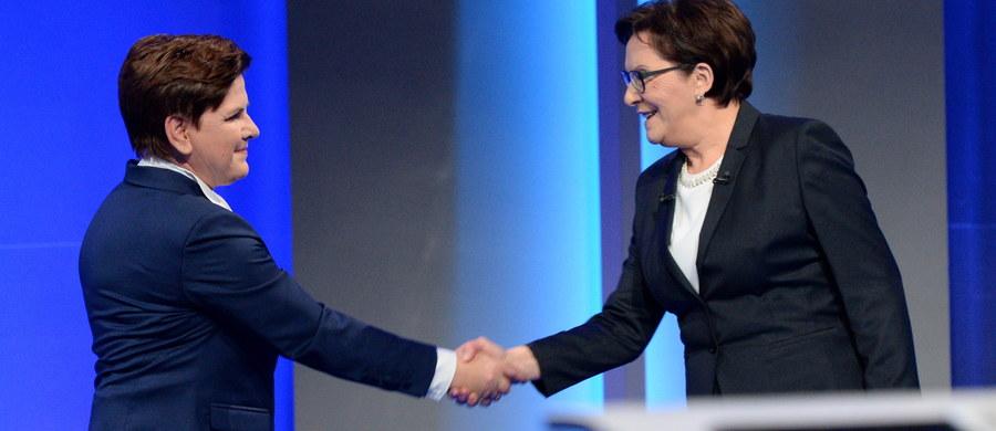 """""""Chcecie zrobić z Polski pośmiewisko"""" - mówiła o PiS Ewa Kopacz w debacie telewizyjnej z Beatą Szydło. """"Wolę przejmować się tym, co mówią o mnie obywatele, niż słuchać opinii z salonów europejskich. Polityka PiS zawsze się sprawdzała"""" - ripostowała kandydatka PiS na premiera. Rozmowę szefowej rządu i kandydatki PiS na premiera pokazały TVP1, TVP Info, TVN24 i Polsat News. Dyskusja podzielona była na trzy bloki tematyczne: sprawy gospodarcze i społeczne, polityka zagraniczna i obronność oraz ustrój państwa i polityka. Zobaczcie  zapis relacji minuta po minucie."""