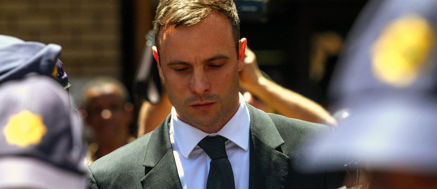 Oscar Pistorius opuścił więzienie i resztę kary będzie odbywał w domu. Niepełnosprawny lekkoatleta 21 października ubiegłego roku został skazany na pięć lat pozbawienia wolności za nieumyślne spowodowanie śmierci swojej dziewczyny.