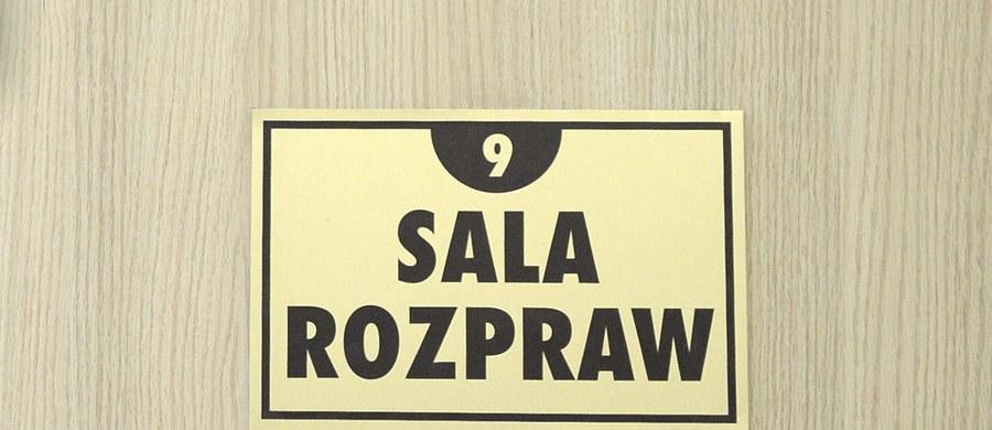 Obrońca i prokurator niezadowoleni z wyroku dla operatora dźwigu. Mężczyzna, który dopuścił cztery lata temu do przewrócenia się żurawia na budowie dworca w Poznaniu, został skazany na trzy lata więzienia.