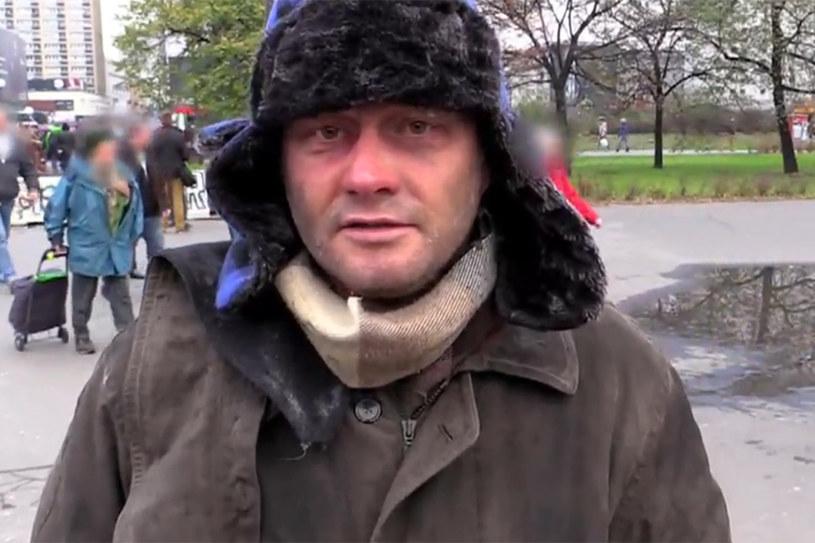 W samym centrum Warszawy bezdomny stara się zebrać kilka groszy na jedzenie. Nie byłoby w tym nic dziwnego, gdyby nie fakt, że cała sytuacja okazała dziennikarską prowokacją Jarosława Kuźniara.