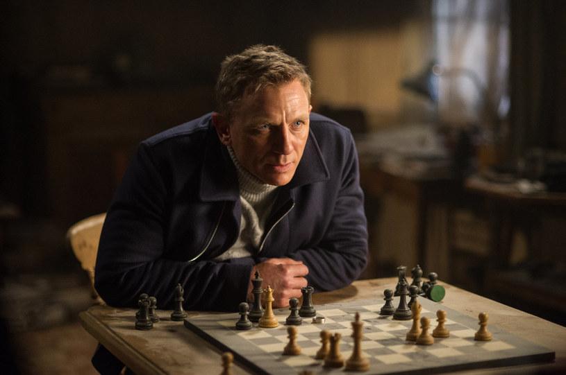 """To nie lada gratka dla fanów Jamesa Bonda. Już 4 listopada w siedemnastu kinach sieci Cinema City w całej Polsce będzie można zobaczyć dwie części przygód agenta Jej Królewskiej Mości. Najpierw """"Skyfall"""" z 2012 roku, a tuż po północy widzowie obejrzą przedpremierowo """"Spectre"""" - jeden z najbardziej oczekiwanych filmów tego roku."""