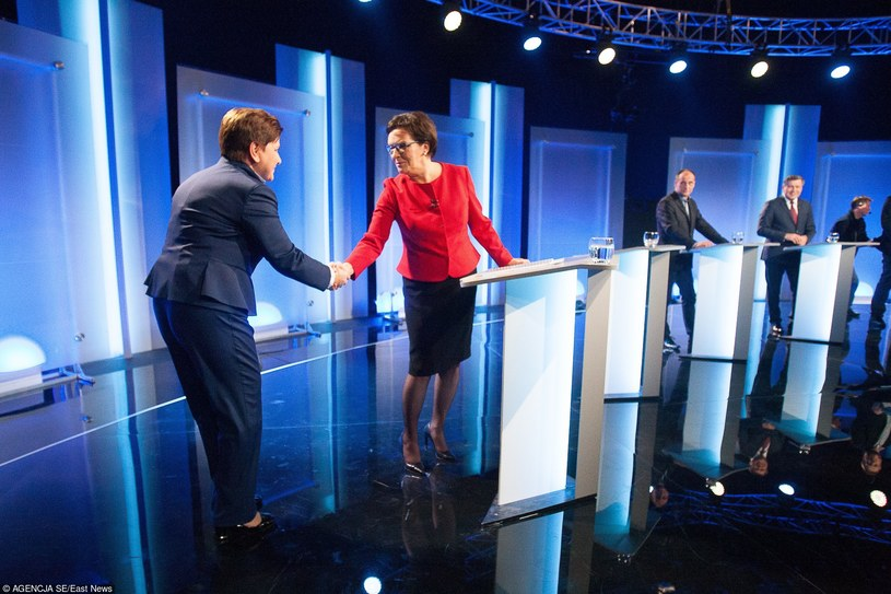 Wtorkową telewizyjną Debatę Liderów z udziałem przedstawicieli wszystkich ośmiu ogólnopolskich komitetów wyborczych obejrzało na antenach TVP, TVN i Polsatu w sumie 6 mln 686 tys. 664 widzów; poniedziałkowe starcie Ewa Kopacz - Beata Szydło śledziło ponad 8 mln osób.