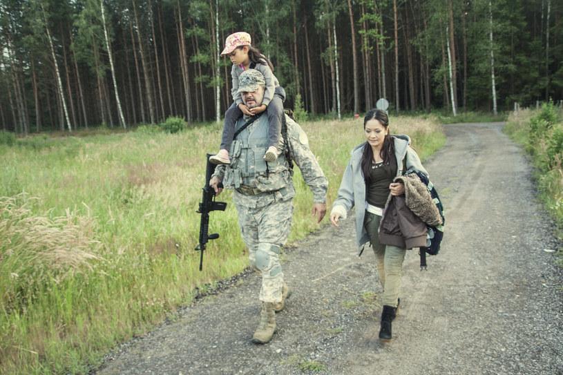 """Prepersi widzą świat inaczej niż zwyczajni ludzie. Są przygotowani, by w każdej chwili wziąć odpowiedzialność za przetrwanie swoje i najbliższych. Gromadzą zapasy oraz akcesoria, które pozwolą przeżyć, gdy nadejdzie apokalipsa. Już 2 listopada Fokus TV rozpocznie emisję nowego serialu """"Prepersi"""". Bohaterowie produkcji pochodzą z różnych stron Polski."""
