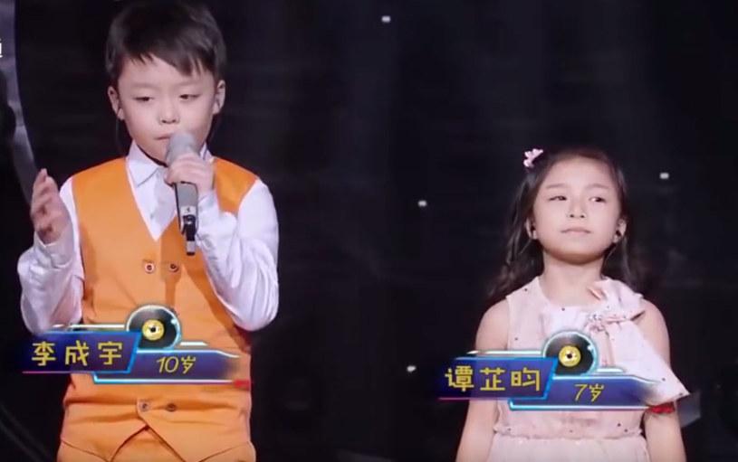 """10-latek i 7-latek zachwycili publiczność w swoim kraju wykonaniem piosenki """"Your Raise Me Up"""". Teraz podbijają sieć."""