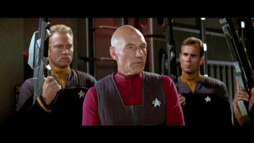 """W ofercie telewizyjnego kanału Paramount Channel nie brakuje kinowych przebojów. Hitem nadchodzącego tygodnia jest film """"Star Trek: Pierwszy kontakt"""" z 1996 roku. Jakie inne produkcje znajdziemy w najbliższej ramówce stacji?"""