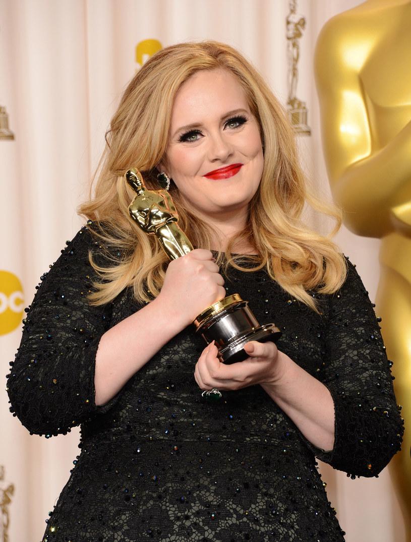 """Brytyjska gwiazda, która udostępniła ostatnio utwór """"Hello"""" zwiastujący jej trzeci album """"25"""" zdradziła, że praca z Xavierem Dolanem (reżyserem teledysku do piosenki) zainspirowała ją do podjęcia filmowych wyzwań."""