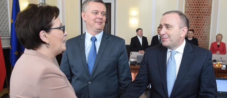 """Grzegorz Schetyna, który zadeklarował, że jest gotowy startować na szefa PO, ocenił, że wybory na to stanowisko powinny się """"odbyć jak najszybciej, ale bez gwałtowności"""". Według Schetyny, celem PO na najbliższe lata jest wygranie wyborów: samorządowych w 2018 r. i parlamentarnych w 2019 r."""