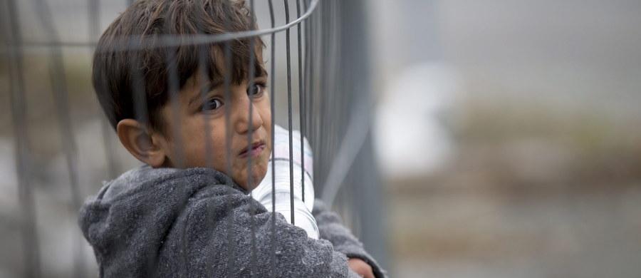 """""""W przypadku uciekinierów z Syrii, nie ma mowy o emigrantach ekonomicznych, wszystkich traktujemy jako ludzi, których życie lub zdrowie było zagrożone"""" - mówi z rozmowie z reporterem RMF FM szef Urzędu do spraw Cudzoziemców Rafał Rogala. To zaskakujące stanowisko sprawia, że bezprzedmiotowe okazują się dyskusje na temat sposobów weryfikacji tego, z jakich powodów Syryjczycy uciekli ze swego kraju i czy należy im się ochrona w Polsce."""