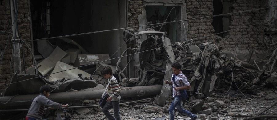 Około 600 ofiar, których jedną trzecią stanowią cywile - to bilans trwających od miesiąca rosyjskich ataków lotniczych w Syrii. Dane opublikowało Syryjskie Obserwatorium Praw Człowieka z siedzibą w Wielkiej Brytanii. Moskwa wciąż zaprzecza, że w nalotach jej myśliwców ginie ludność cywilna.