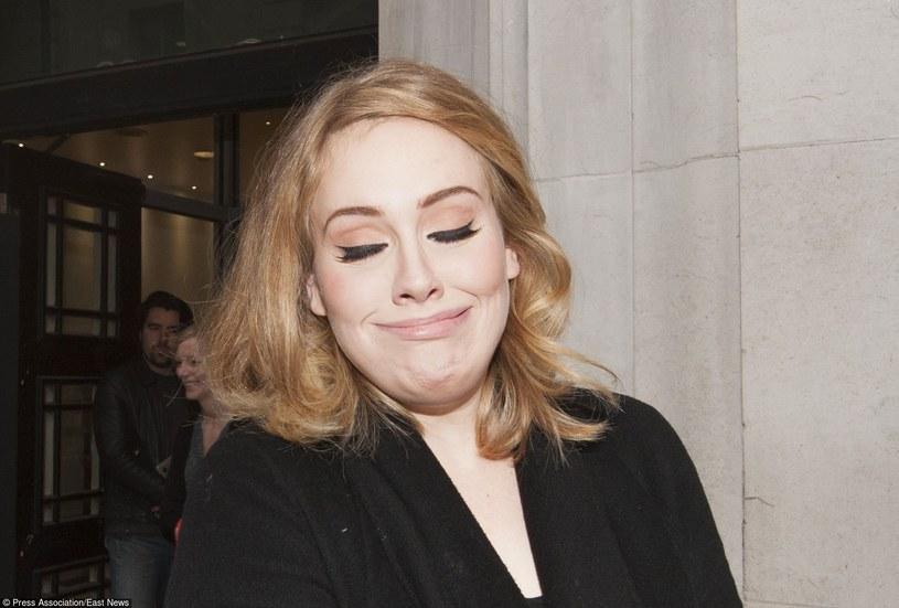 """Szykująca się do premiery nowej płyty """"25"""", Adele udzieliła pierwszego wywiadu od trzech lat. W dobie wszechobecnych mediów społecznościowych to rzadkość, jednak po wynikach nowego teledysku """"Hello"""" widać, że takie dawkowanie przynosi imponujące skutki."""