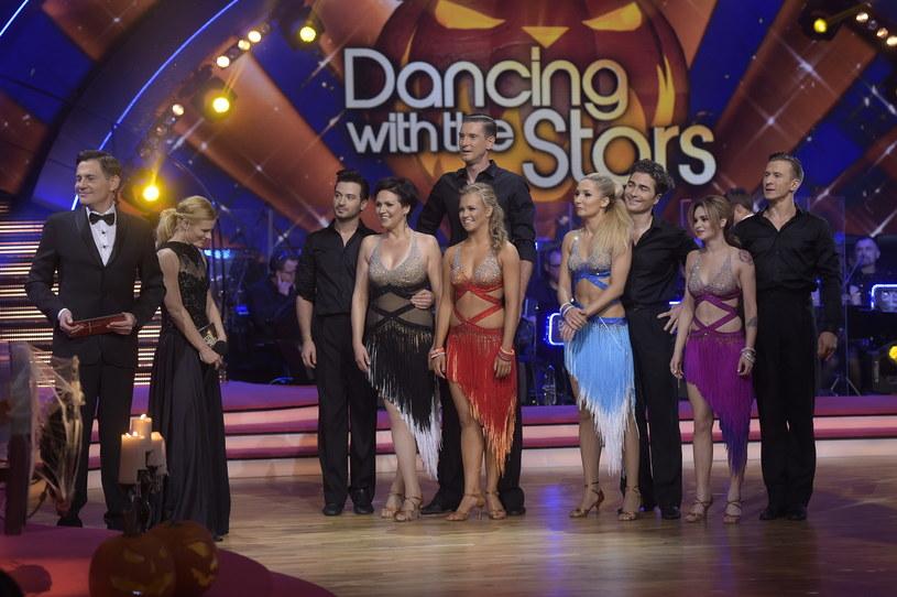 """W programie """"Dancing with the Stars. Taniec z gwiazdami"""" zostały już tylko cztery pary. Tuż przed półfinałem, w ósmym odcinku, wyemitowanym 30 października, z show Polsatu musieli pożegnać się Małgorzata Pieńkowska i Stefano Terrazzino."""