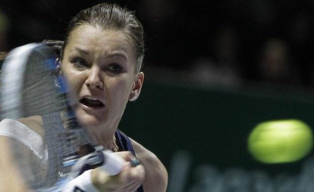 """Łzy w oczach miała Agnieszka Radwańska po zwycięstwie nad Garbine Muguruzą w półfinale turnieju WTA Finals. """"Brak mi słów, naprawdę. To był świetny mecz"""" - mówiła polska tenisistka. """"Byłam lepsza o dwa punkty. W naprawdę ważnych momentach trzeba wykorzystać swoje szanse. O to właśnie chodzi w tego typu spotkaniach"""" - podkreślała. Pokonana Hiszpanka przyznała z kolei: """"Chciałam zrobić wszystko, co w mojej mocy (…). Po prostu wyszłam na kort i gdybym na nim umarła, to bym umarła""""."""