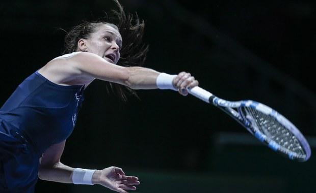 """Agnieszka Radwańska jest pierwszą od 10 lat tenisistką, która wygrała kończący sezon turniej masters WTA Finals, nie mając do tego czasu w dorobku triumfu w imprezie wielkoszlemowej. W 2005 roku takim samym wyczynem popisała się Francuzka Amelie Mauresmo. Polka przyznała, że niedzielna wygrana w Singapurze ma dla niej szczególną wartość. """"To najlepszy dzień w moim życiu"""" - podkreśliła wzruszona po meczu, w którym pokonała Czeszkę Petrę Kvitovą 6:2, 4:6, 6:3."""