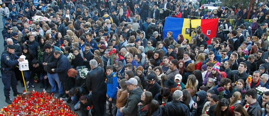 Ponad 10 tysięcy osób wyszło na ulice Bukaresztu, by wziąć udział w marszu upamiętniającym ofiary pożaru w klubie nocnym, w wyniku którego zginęło przynajmniej 30 osób. Liczba ofiar może znacznie wzrosnąć, bo wielu rannych jest w stanie ciężkim.