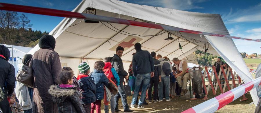 W odpowiedzi na napływ tysięcy uchodźców do Europy Austria postanowiła zaostrzyć swoje prawo azylowe. Od 15 listopada azyl będzie tam przyznawany tylko na czas określony. Dziś w sprawie zmian w przepisach porozumiały się partie koalicji rządzącej.