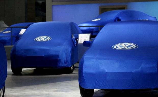 Amerykańska Agencja Ochrony Środowiska (EPA) poinformowała o stwierdzeniu manipulowania przez Volkswagena pomiarem spalin także w pojazdach z silnikami dieslowskimi o pojemności 3 l. Rzecznik koncernu zaprzeczył tym zarzutom.