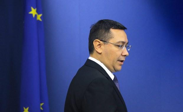 Premier Rumunii Victor Ponta zrezygnował ze stanowiska po tym jak wczoraj wieczorem domagały się tego dziesiątki protestujących na ulicach Bukaresztu. Demonstrację zorganizowano w związku z tragicznym pożarem w nocnym klubie. W płomieniach zginęły 32 osoby.