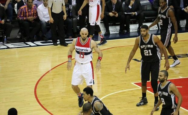 """""""Na razie na pewno nie jest tak po mojej myśli jakbym chciał, żeby było""""– mówi Marcin Gortat w rozmowie z amerykańskim korespondentem RMF FM Pawłem Żuchowskim o początkach nowego sezonu NBA. W nocy Washington Wizards wygrali z zespołem San Antonio Spurs 102 do 99. Ale drużyna z amerykańskiej stolicy nie jest zadowolona ze swojej gry. """"Na pewno nie gramy tej koszykówki jaką byśmy chcieli. Na pewno przed nami jest jeszcze sporo pracy"""" – podkreśla Gortat w rozmowie z naszym dziennikarzem."""