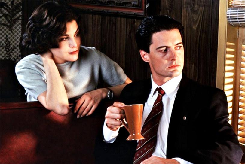 """Nowe odcinki kultowego serialu """"Miasteczko Twin Peaks"""" zobaczymy dopiero w 2017 roku. Producenci oficjalnie potwierdzili ostatnie doniesienia o przesunięciu premiery."""