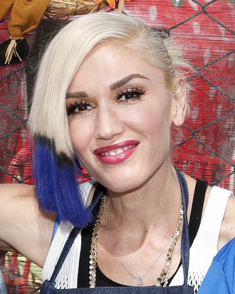 """Potwierdziły się pogłoski przewijające się w lecie - Gwen Stefani i Blake Shelton, jurorzy amerykańskiej edycji """"The Voice"""" są parą."""