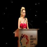 Miley Cyrus na gali LGBT Vanguard Awards 2015