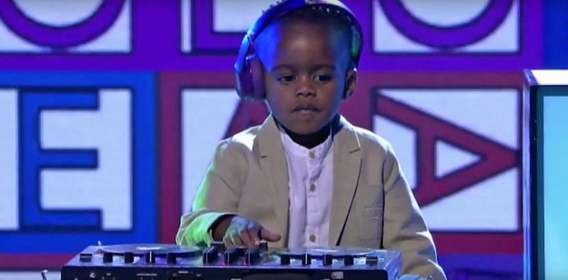 """To być może najmłodszy triumfator programów talent show na świecie. Jednak jego zwycięstwo wcale nie jest na wyrost. DJ Arch Jnr. to tegoroczny fenomen. Jego zdolności dostrzeżono w południowoafrykańskim """"Mam Talent"""". Chłopak wygrał program."""