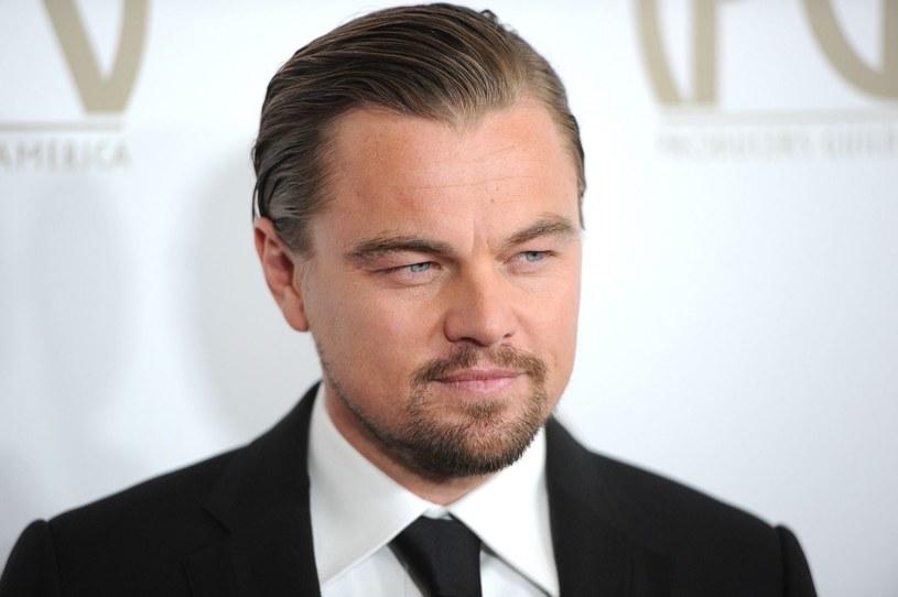 """Leonardo DiCaprio lubi wiedzieć, jaki ma stan konta, ale pieniądze nie są dla niego najważniejsze. Kiedyś uważał, że występ w """"Titanicu"""" był jego życiowym błędem. Dziś ma już do tego dystans. 11 listopada 2015 roku hollywoodzki gwiazdor obchodzi 41. urodziny."""
