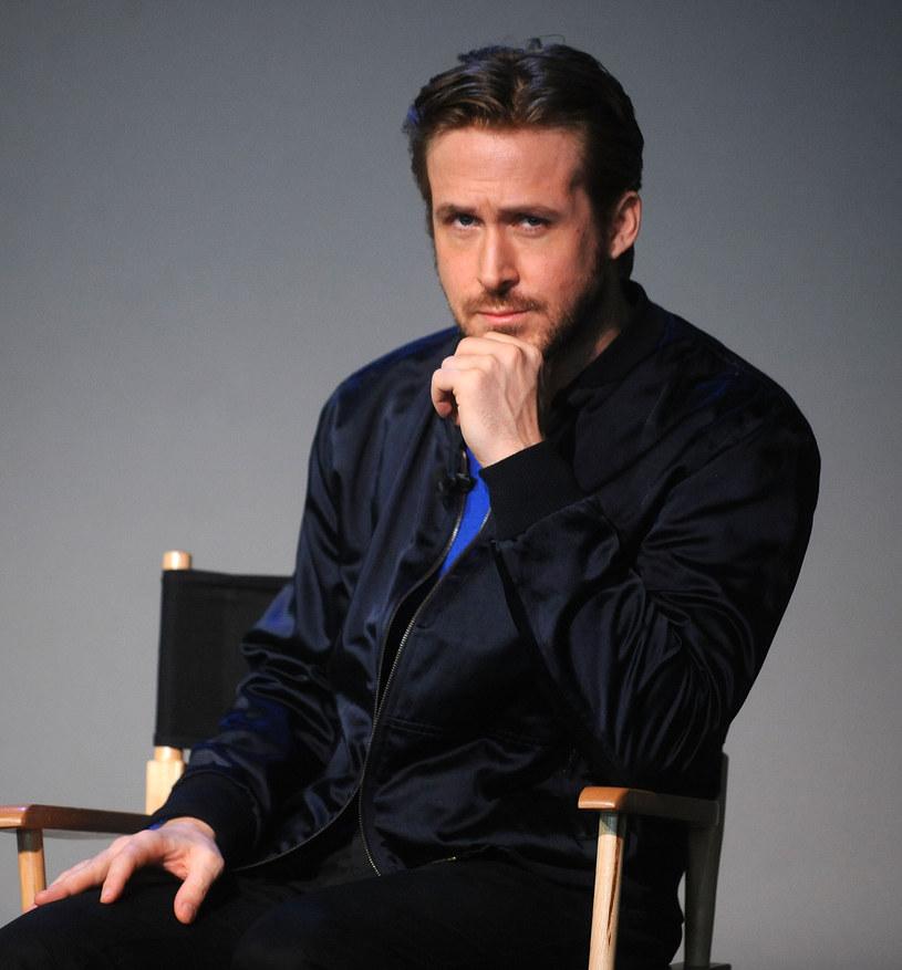 Jest uważany za jednego z najbardziej utalentowanych aktorów, pracujących obecnie w Hollywood. Swój czas dzieli między pozycje niskobudżetowe i kino gatunkowe. Nie chciał zagrać Batmana, ponieważ przerażało go związanie się z jedną rolą na kilka lat. Gdy dowiedział się, że jest bohaterem internetowych memów, poprosił o pokazanie kilku i popłakał się ze śmiechu. 12 listopada Ryan Gosling kończy 35 lat.