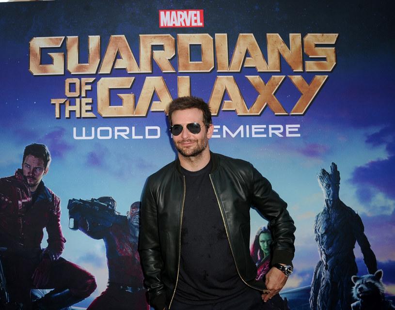 """Reżyser James Gunn zakończył niedawno prace nad scenariuszem filmu """"Strażnicy Galaktyki Vol. 2"""". Szczegóły drugiej części hitu z 2014 roku trzymane są w ścisłej tajemnicy. Jednak podczas wywiadu dla stacji MTV, aktor Bradley Cooper przypadkiem zdradził kilka szczegółów."""
