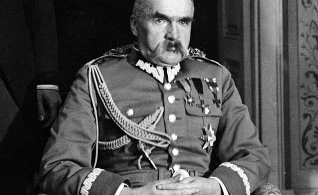 11 listopada 1918 r. Rada Regencyjna przekazała Józefowi Piłsudskiemu władzę wojskową i naczelne dowództwo podległych jej wojsk polskich. Tego samego dnia Niemcy podpisały zawieszenie broni kończące I wojnę światową. Po ponad 120 latach Polska odzyskiwała niepodległość.