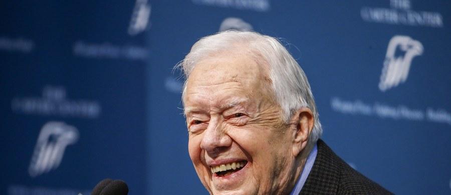 Jest postęp w leczeniu raka mózgu u Jimmy'ego Cartera - poinformował Ośrodek im. Cartera, powołując się na lekarzy ze szpitala Emory Healthcare w Atlancie, którzy opiekują się byłym prezydentem USA. Ostatnie badania wykazały, że organizm 91-latka dobrze reaguje na leczenie i nie pojawiły się nowe guzy nowotworowe.