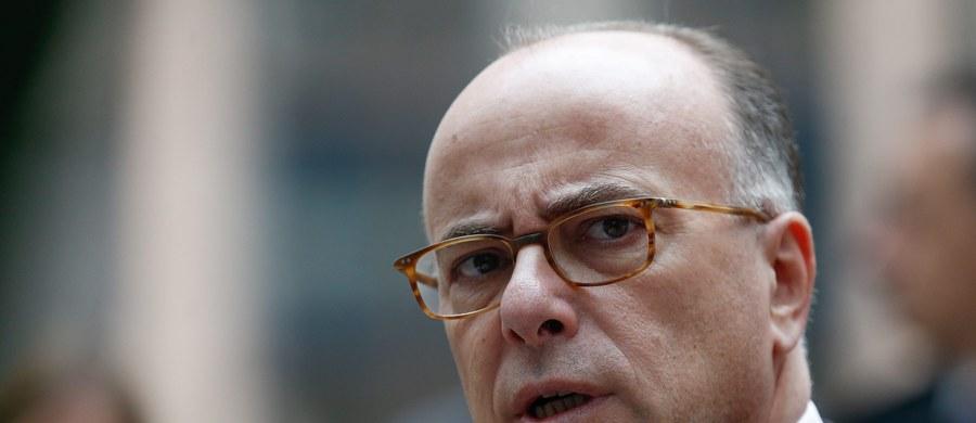 Bernard Cazeneuve, minister spraw wewnętrznych Francji poinformował, że tamtejsze służby udaremniły zamach na żołnierzy w bazie marynarki wojennej w Tulonie. Po roku obserwacji aresztowano 25-letniego mężczyznę, znanego służbom specjalnym z radyklanych poglądów i kontaktów z islamistami, który próbował zgromadzić materiały potrzebne do przeprowadzenia ataku.